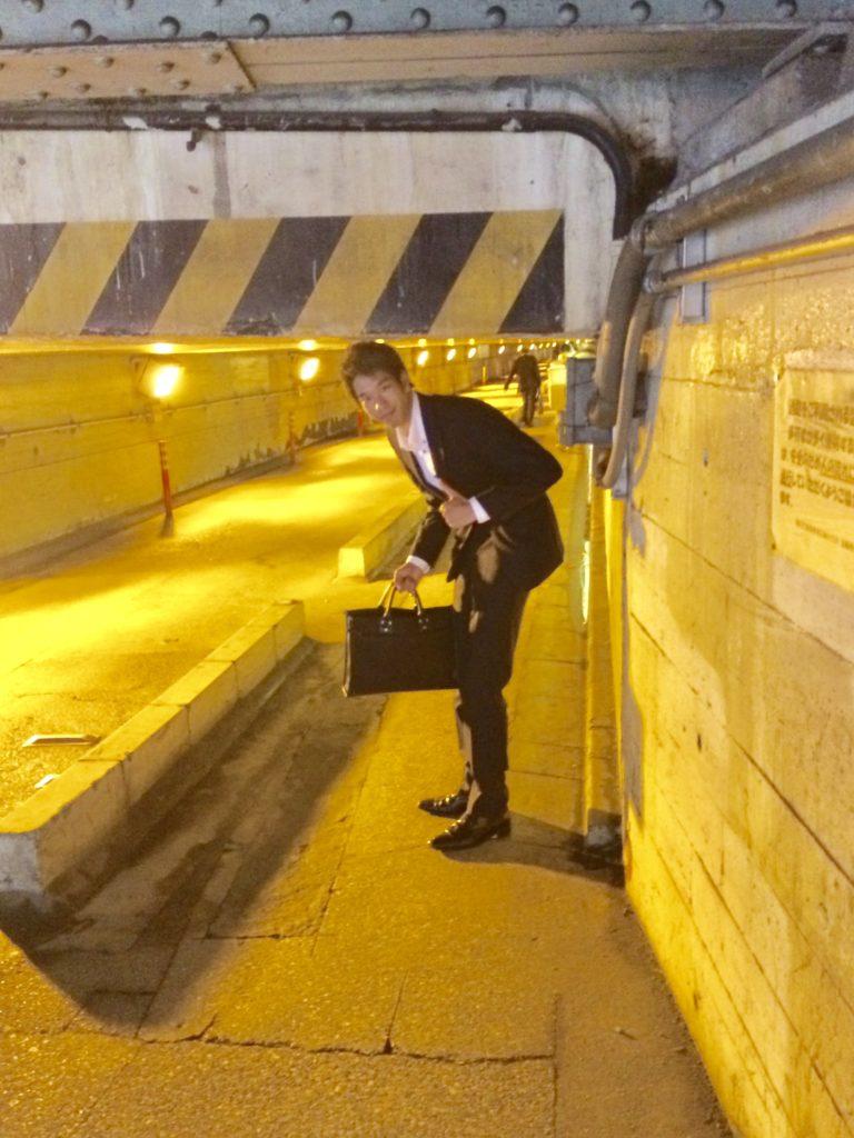 泉岳寺のトンネル